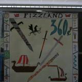 Photo n°5: Le timbre du Fizzland. École privée St Dominique Savio  Professeur: Véronique Réalini / Classe de CM2, moyenne d'âge: 10 ans / Labège. Prix de l'œuvre la plus graphique.