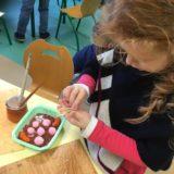 MS Lina gateau chocolat bonbons et saucisse