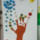 4 - Composition avec la main et des boutons