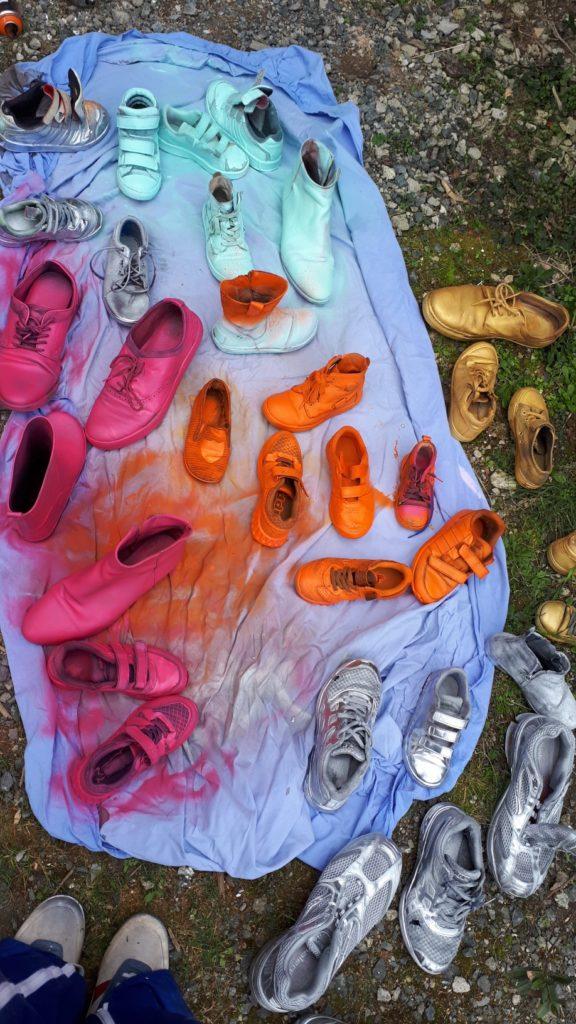 CE1B Peinture de vieilles chaussures récupérées à la bombe