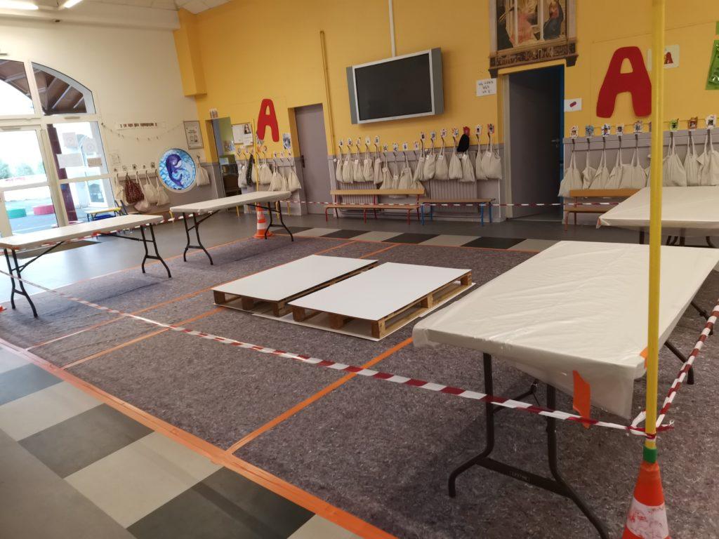 Installation du hall pour accueillir le gâteau